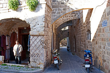 Alley in Medieval Rhodes 2010.jpg