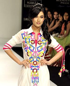 Amrita Rao - Amrita walking the ramp for Archana Kochar at Lakme Fashion Week 2012
