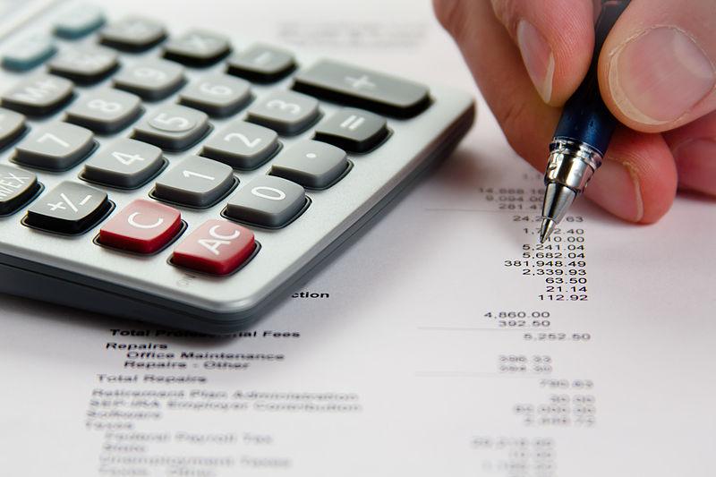 File:Analyzing Financial Data (5099605109).jpg