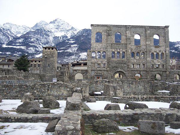 Aosta – Teatro Romano.jpg