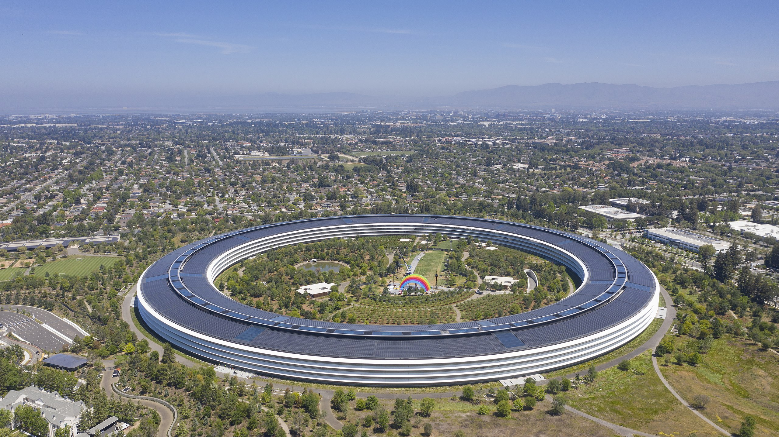 Apple park cupertino 2019.jpg