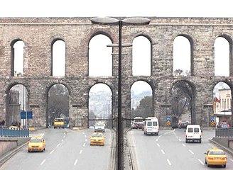 Aqueduct of Valens in Istanbul.jpg