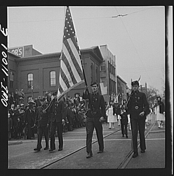 File:Armistice Day parade8d23423v.jpg