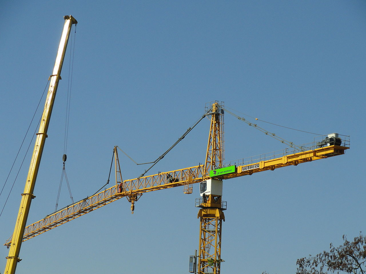 Tower Crane Sizes : File assembly of a liebherr tower crane pic g