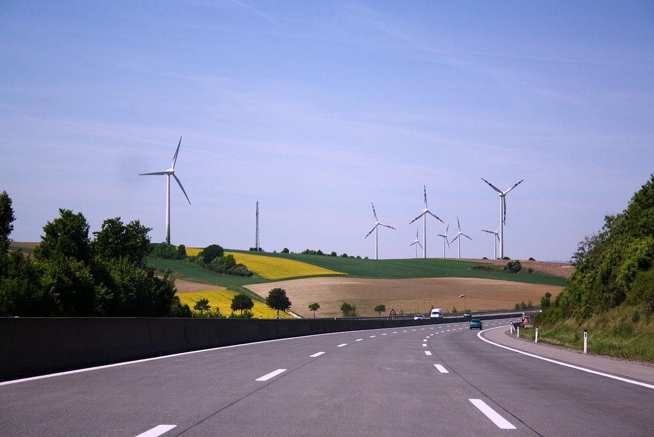 Autobahn A8 Windräder Rapsfeld.JPG
