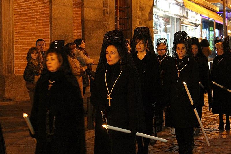 File:Avila, Semana Santa procession (13227461774).jpg