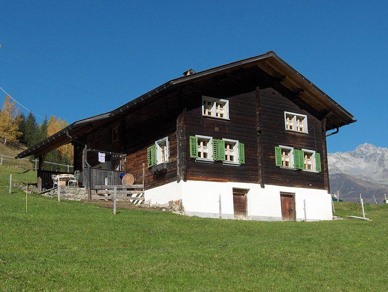 File:Bündner-Bergbauernhaus (Schweiz).JPG