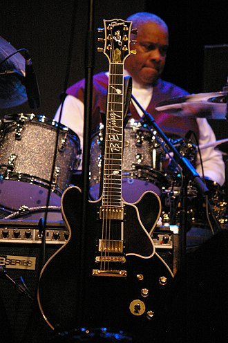 Semi-acoustic guitar - Image: B.B. King, Lucille, 2009 07 17