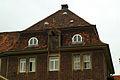 Badenstedter Straße 35 Blick zum Dach mit der Windenrolle und Windenluke zum Heben großer, schwere Gegenstände.jpg