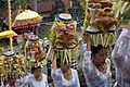 Balinese vrouwen in een processie bij een festival in Ubud, -7 Aug. 2009 a.jpg
