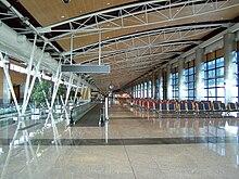 220px-Barajas_terminal_1_interior_2008.jpg