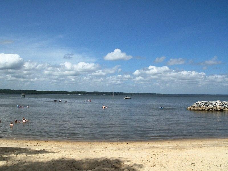 File:Beach on the James River - panoramio.jpg