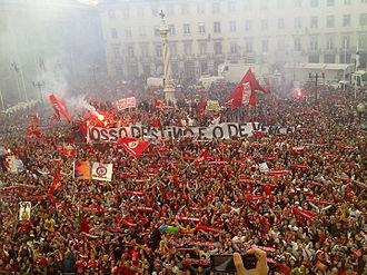 Benfica's 2009-10 league title celebration at the Lisbon City Hall BenficaCampeao2009-10.jpg