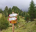 Bergtocht van Cogolo di Peio naar M.ga Levi in het Nationaal park Stelvio (Italië). Richtingsborden 02.jpg