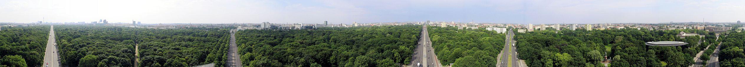 一幅三百六十度全景照片,拍攝地點在柏林蒂爾加滕公園中的勝利紀念柱上,俯瞰整個蒂爾加滕公園。主體綠色,從左到右共有五段街道。