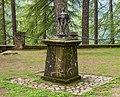 Bezoek aan kerk van San Rocco met daaromheen de militaire begraafplaats in Peio Paese 08.jpg