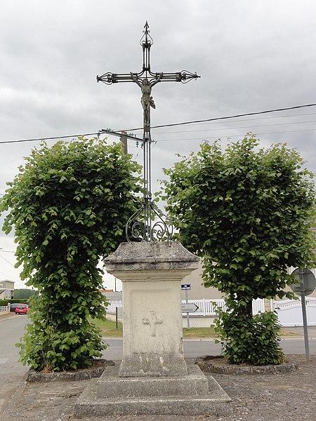 Bichancourt (Aisne) crouix de chemin