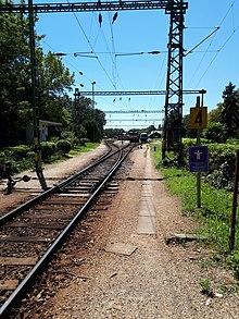 Blick in die Einfahrt des Bahnhofes Keszthely in Richtung Westen.jpg