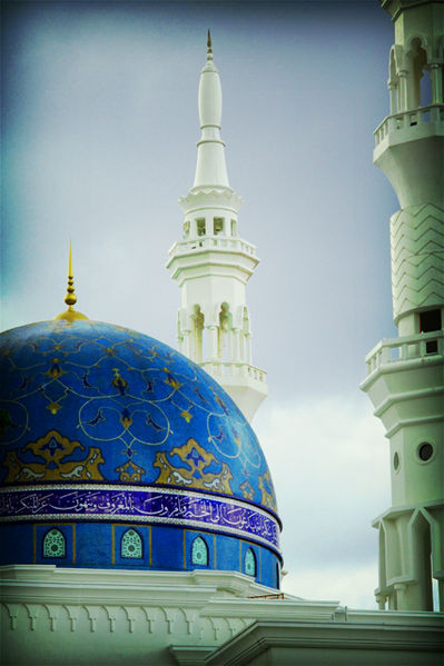 File:Blue dome mosque near hang tuah.jpg