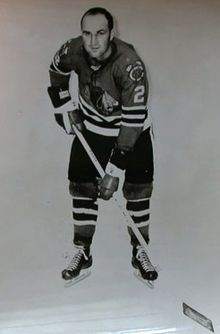 Description de l'image Bob Turner Blackhawks.JPG.