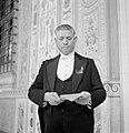 Bode van de Paus in dagelijks tenue met een envelop in zijn hand, Bestanddeelnr 191-1282.jpg