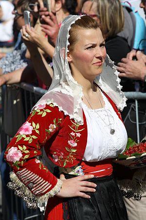 Bonnanaro - Female traditional costume from Bonannaro