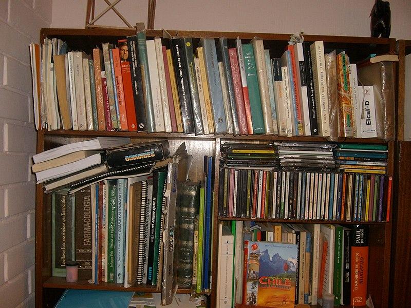 File:Bookshelf S7300202.JPG