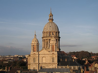 Our Lady's Basilica towers over the city. Boulogne Basilique 001.jpg