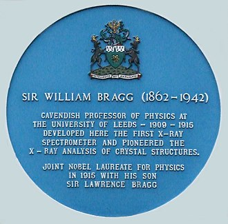William Henry Bragg - Commemorative plaque on the Parkinson Building, University of Leeds