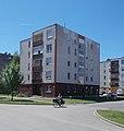 Briefträger, Großwohnsiedlung, Martini Straße, 2021 Kiskőrös.jpg