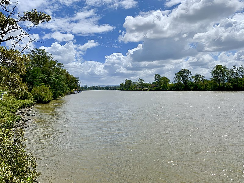 File:Brisbane River at Tennyson, Queensland looking ...