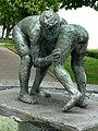 Brunnen Skulptur, Zwei Ringende Knaben, von Urban Blank (1924) Bildhauer, Allee Schulhaus, Wil, St.Gallen.jpg