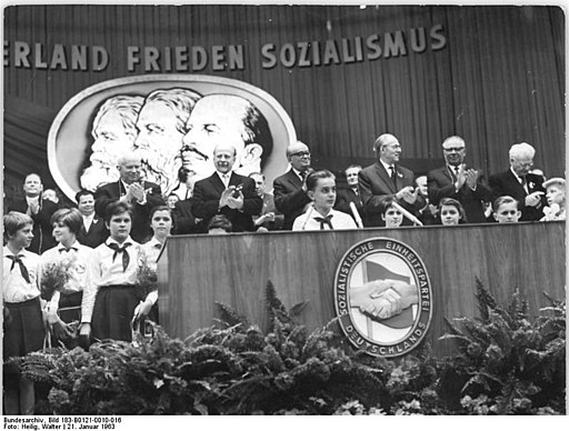 Bundesarchiv Bild 183-B0121-0010-016, Berlin, VI. SED-Parteitag, 6.Tag