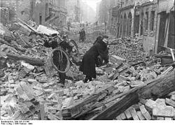 Bundesarchiv Bild 183-J31345, Berlin, Zerstörung nach Luftangriff.jpg