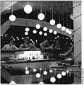 "Bundesarchiv Bild 183-L0725-0330, Cottbus, ""Kosmos-Bar"", Theke.jpg"