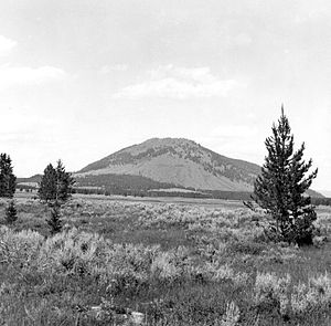 Bunsen Peak - Image: Bunsen Peak From Swan Lake 1922