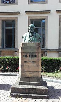 Buste de Godefroid Kurth.jpg