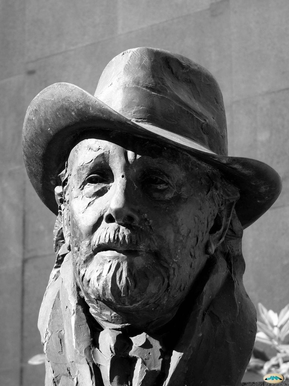 Busto de Laxeiro en Vigo