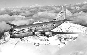 Un C-97A Stratofreighter (serial 48-399) avec les marquages du Military Air Transport Service