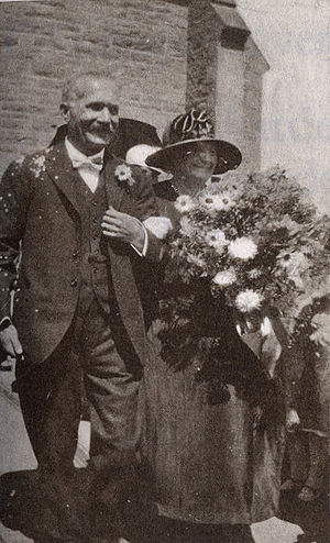 Cornelis Jacobus Langenhoven - Langenhoven with his wife at the church in Oudtshoorn on the wedding day of their daughter in 1926