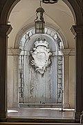 Ca' Rezzonico courtyard - fountain and the arms of the Rezzonico family.jpg