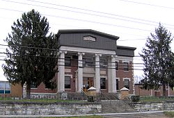 Campbell County Courthouse in Jacksboro