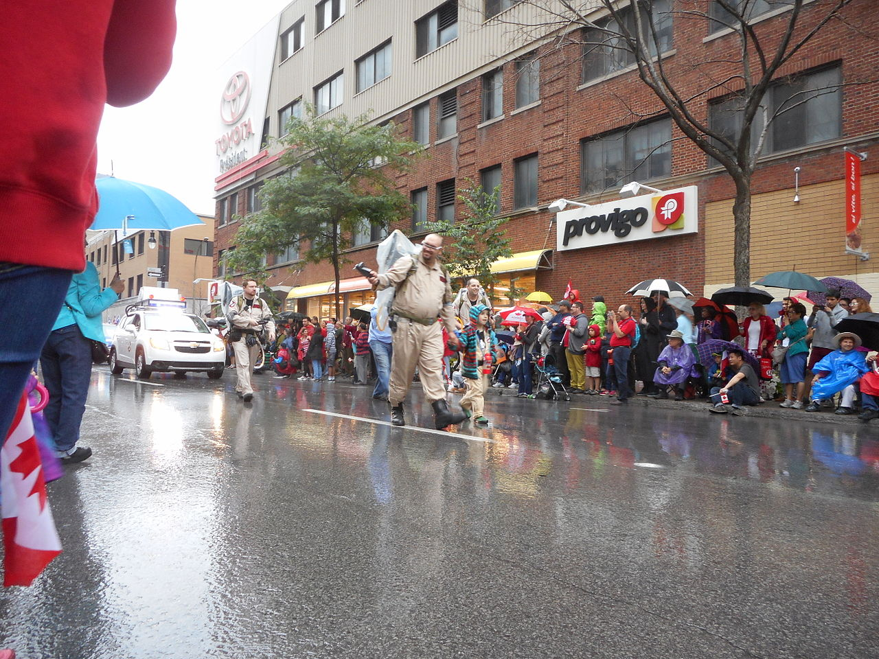 File:Canada Day 2015 on Saint Catherine Street - 183.jpg - Wikimedia