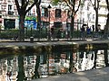 Canal St Martin - Reflets et agrès sportifs, Paris (21354558883).jpg