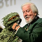 Caroll Spinney with his Oscar the Grouch puppet in 2014
