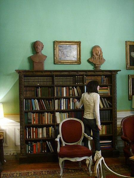 File:Casa Guidi, soggiorno 03 libreria.JPG - Wikimedia Commons