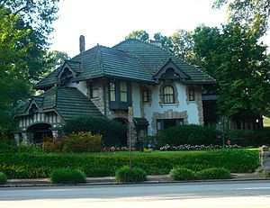 Central Gardens, Memphis - An American Craftsman style home in Memphis' Central Gardens historic neighborhood.