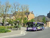 Charleville-Mézières-FR-08-abribus & bus à la gare-01.jpg