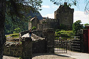 Close up of Eilean Donan Castle - geograph.org.uk - 3124.jpg