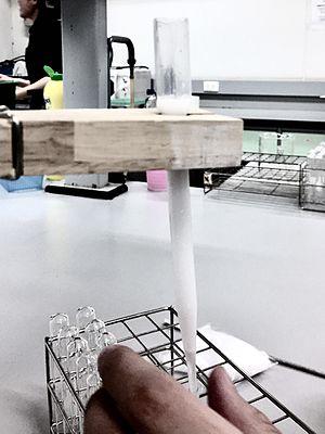 Pasteur pipette - Column chromatography constructed using plastic pasteur pipette